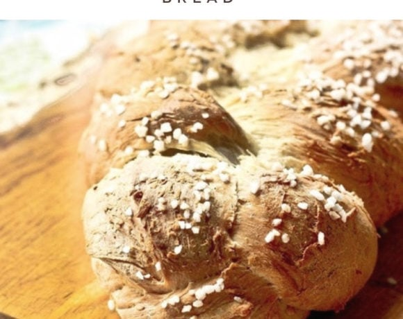 A traditional recipe for Pulla - a Finnish Cardamom Bread that tastes and smells heavenly. Perfect for mornings or afternoon tea. #pulla #pullarecipe #cardamombread #cardamom #morningbread