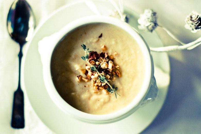 Parsnip soup with apples, cardamom and hazelnuts