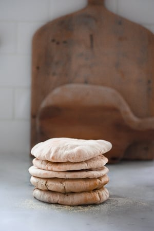 How to make homemade pita bread- a simple step by step recipe that turns out perfect every time! #pitabread #pitarecipe #bestpitabread