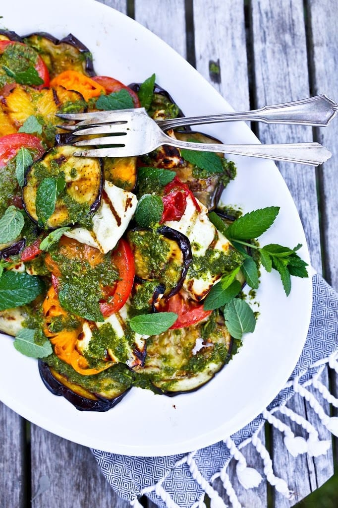 Eggplant Salad with Grilled Halloumi Cheese,Tomatoes & a flavorful Mint Dressing- a delicious summer salad! #eggplantsalad #grilledeggplant #grilledeggplantsalad #halloumi #grilledhalloumi #haloumi