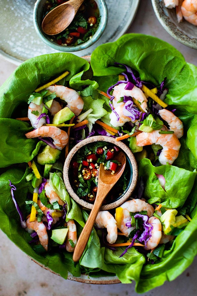Vietnamese Shrimp Lettuce Wraps with Nuoc Cham, a light and refreshing appetizer, perfect for hot summer days. Flavorful, healthy and low in carbs and calories. #shrimp #shrimpappetizer #lowcarb #shrimpwrap #lettucewrap