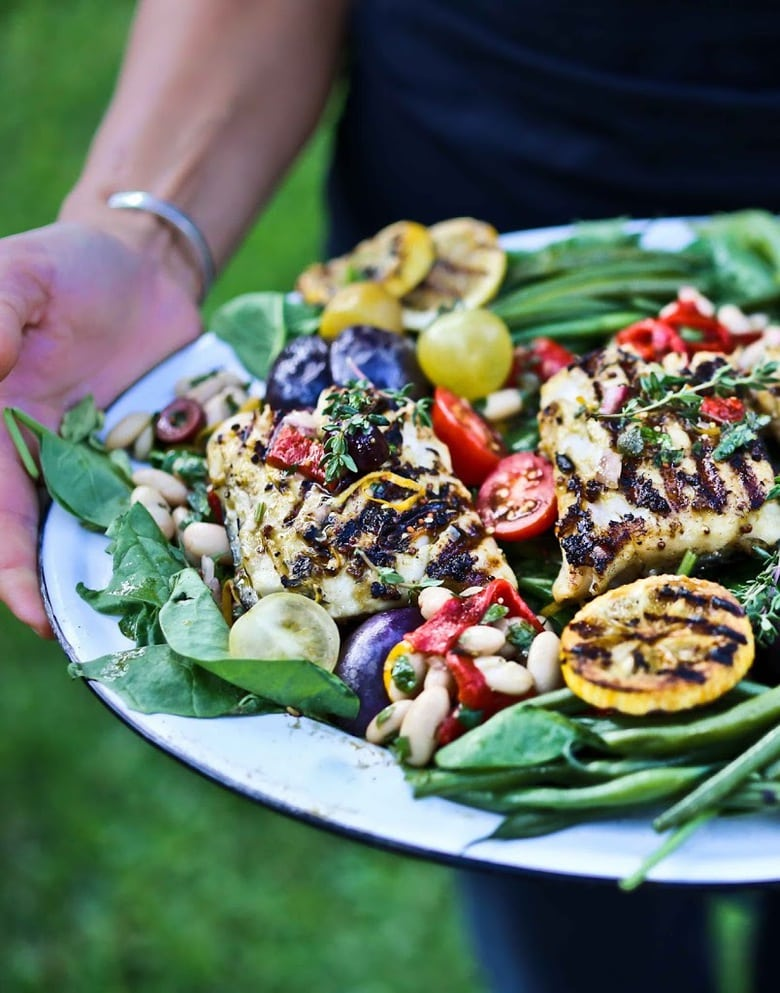 This Summer Nicoise Salad Recipe is made with grilled tuna, salmon or white fish with baby potatoes, olives, roasted peppers, french beans & lemony mustard seed vinaigrette. Gluten free and Healthy! #Nicoise #Nicoiserecipe #glutenfree #grilled #salmon #tuna #grilling #summersalad #salad |www.feastingathome.com