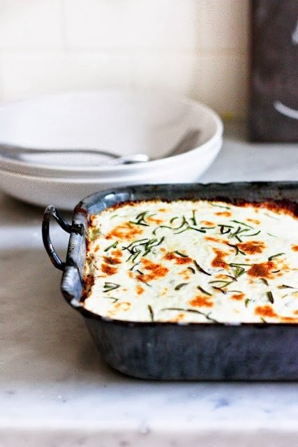 20 COMFORT FOOD RECIPES |Rosemary Chicken Lasagna with flavorful béchamel sauce. A cozy, comforting recipe perfect for fall and winter gatherings. Pure comfort food. #whitelasagna #chickenlasagna #lasagna #bakedpasta #comfortfood www.feastingathome.com
