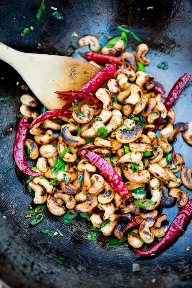 Wok-Seared Cashews with ginger, soy and sesame seeds- a quick and healthy vegan snack that is full of flavor and that can be made in 20 minutes!