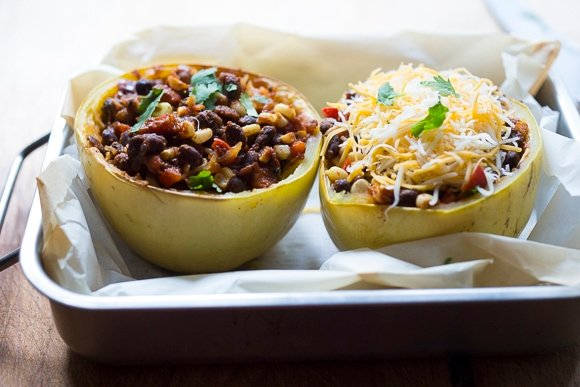Enchilada Stuffed Spaghetti Squash with black beans, cilantro, corn and bell pepper --keep it vegan or add cheese | www.feastingathome.com