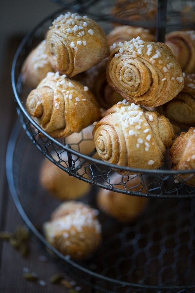 """Finnish Cardamom Rolls, this Finnish version is also called """"Pulla"""" - a delicious sweet roll perfect for the holidays! #cardamonrolls #cardamomrolls #cardamonbuns #pulla #swedishcardamonrolls #finnishcardamonrolls #finnishcardamombread 