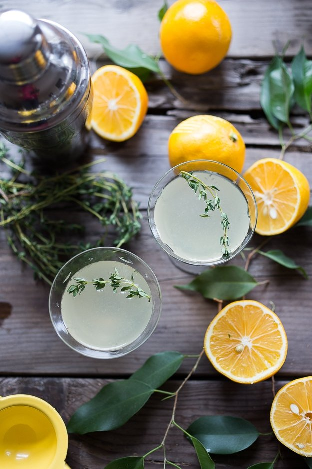 Meyer Lemon and Thyme Gimlet- Super refreshing gin cocktail, perfect for spring! #gimlet