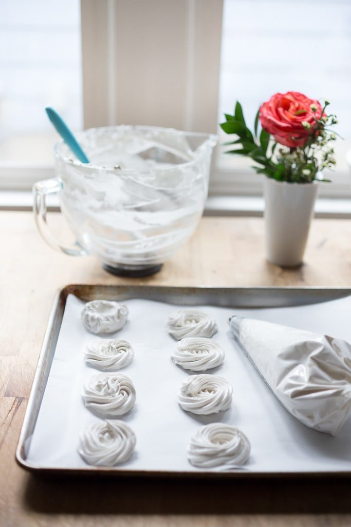 how to pipe mini pavlova| feasting at home