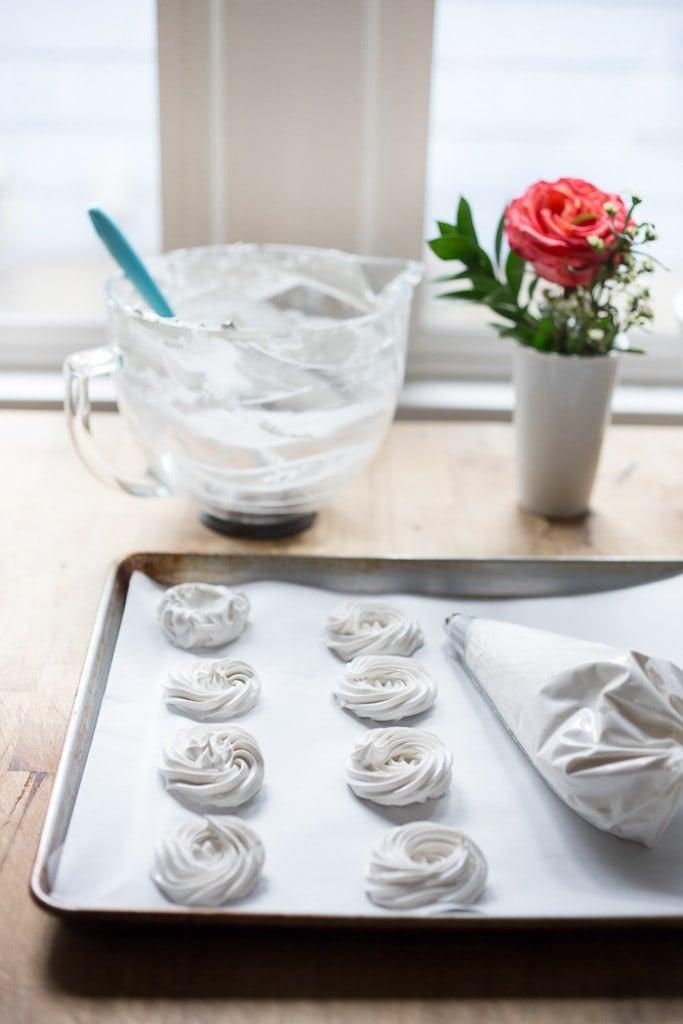 how to pipe mini pavlova| feasting at home