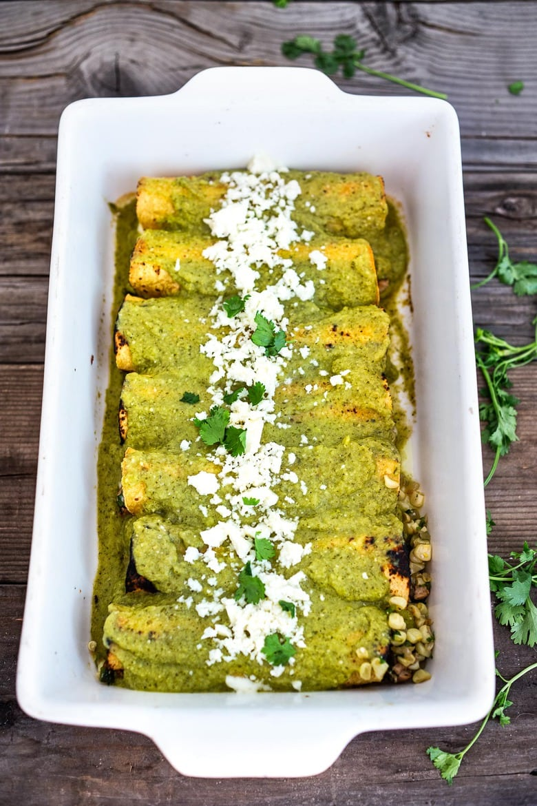 Enchiladas Verde! Chicken Enchiladas with corn and blackens in a delicious Verde Sauce. Easy and full of flavor! #enchiladas #enchiladasverde