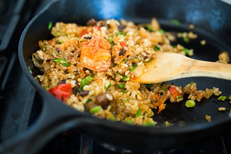 Kimchi Fried Rice! A fast and healthy weeknight dinner, packed with flavor & veggies, topped with an Egg ( or Tofu). Swap out Cauliflower Rice for Low Carb! Healthy and flavorful! #kimchirice #kimchfriedrice