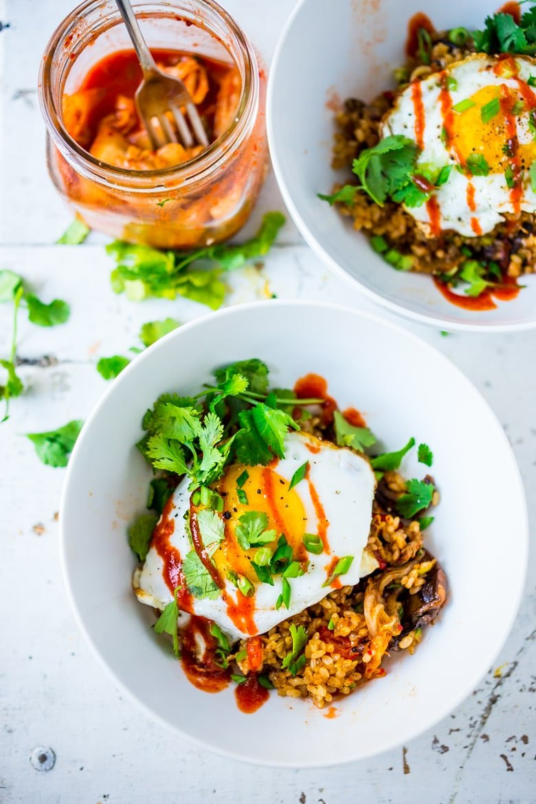 Korean-style Kimchi Fried Rice! A fast and healthy weeknight dinner, packed with flavor & veggies, topped with an Egg ( or Tofu). Swap out Cauliflower Rice for Low Carb! Healthy and flavorful! #kimchirice #kimchfriedrice
