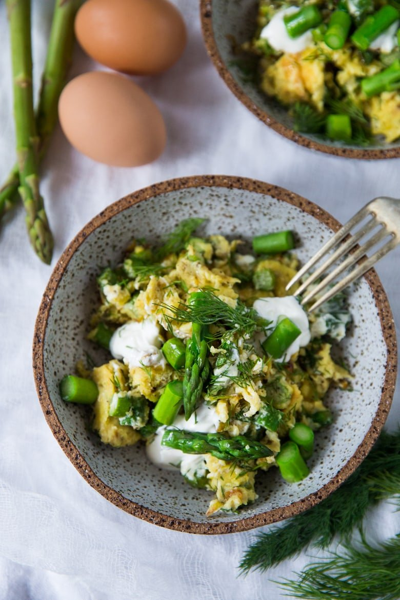 Spring Scrambled Eggs with tender asparagus, melted leeks, chèvre and fresh dill - a simple easy breakfast inspired by spring! #scramble #eggs #spring