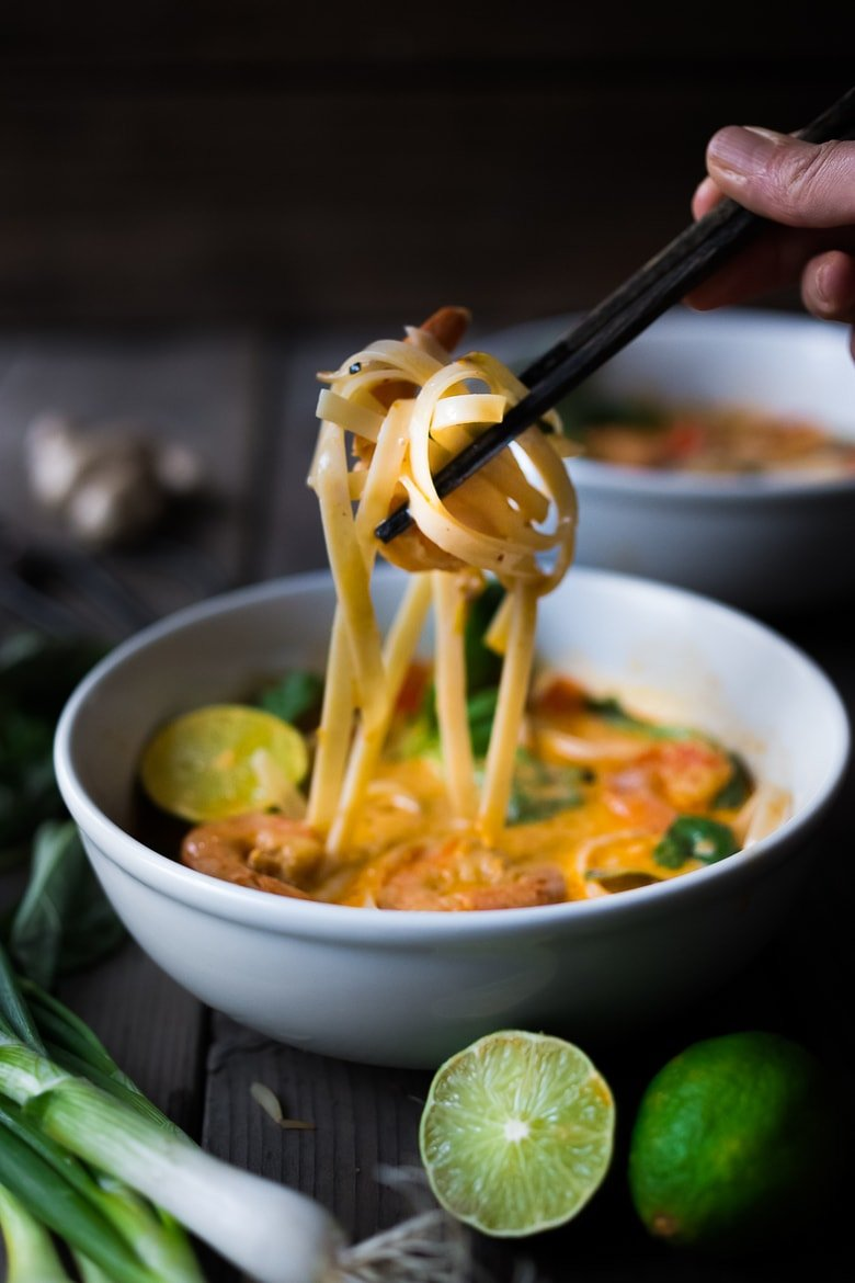 15 MINUTE THAI CURRY NOODLES ( KHAO SOI)  Make this flavorful curry with tofu, shrimp or chicken, with a rich coconut curry sauce and rice noodles. Flavorful, not too spicy and super satisfying!