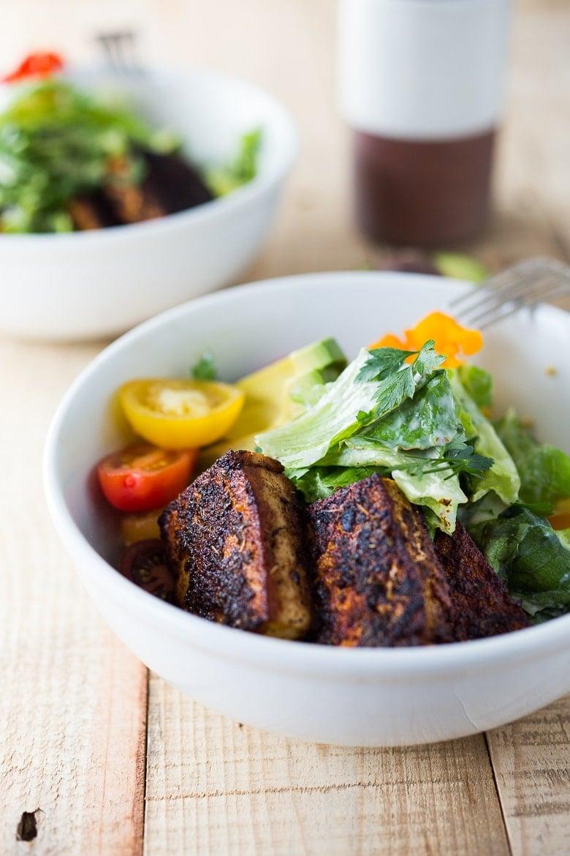 Vegan Ceasar Salad with Blackened Cajun Tofu dressed in a creamy caesar dressing that is dairy-free, nut-free and low in calories! #vegancaesar #vegancaesardressing #vegansalad