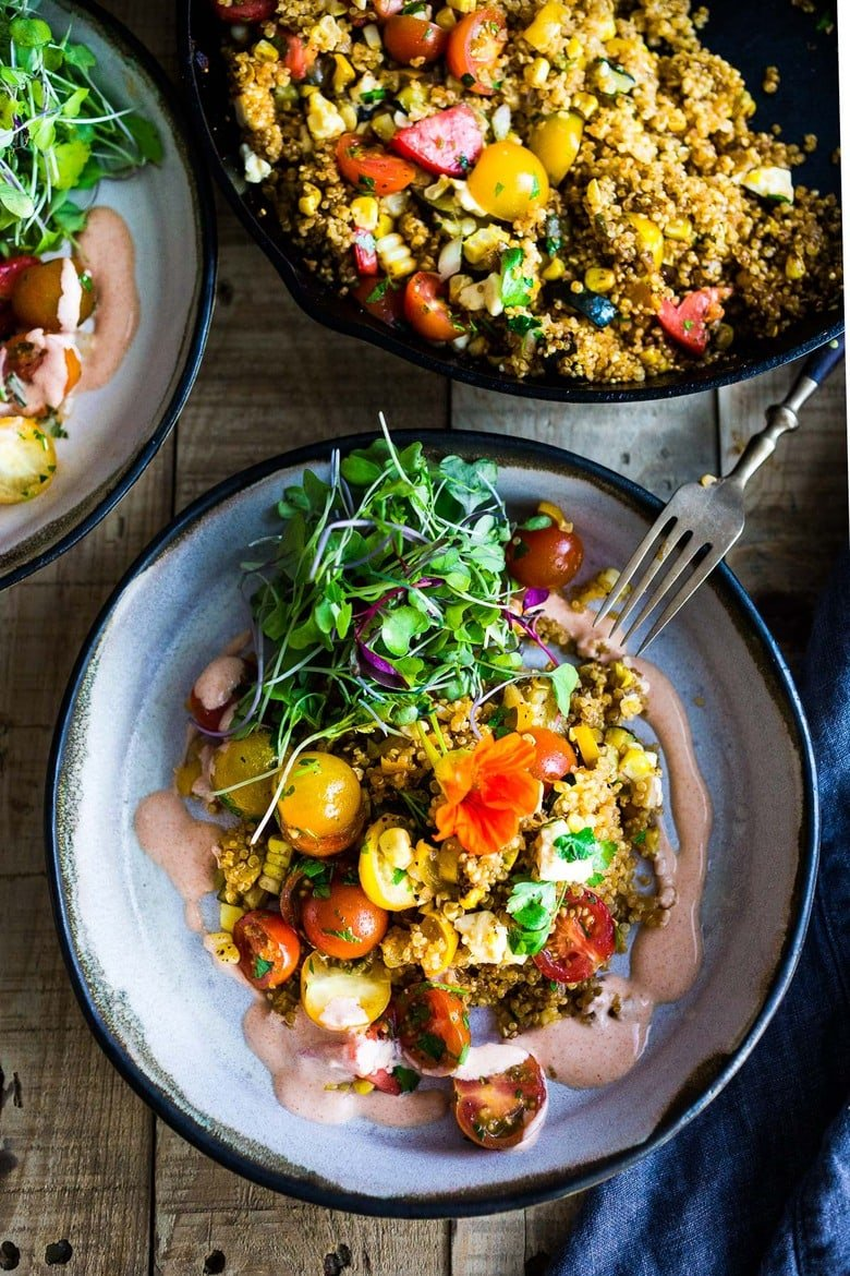 Baked Quinoa with Zucchini, Corn and feta, topped with a fresh Tomato Relish. A healthy, easy vegetarian dinner recipe, perfect for summer! #bakedquinoa #quinoabake #corn #zucchinirecipes