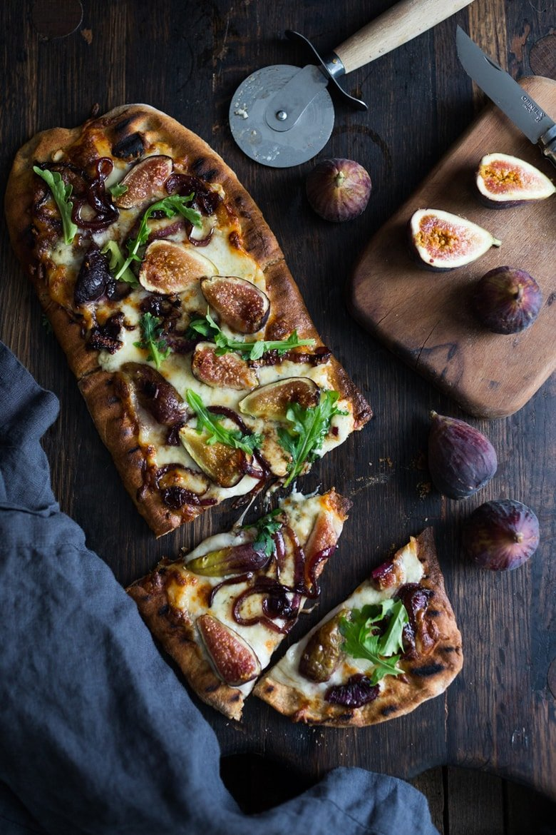 Grilled Fig Pizza w/ balsamic onions, arugula and gorgonzola- plus 15 Summer Grilling Recipes! | www.feastingathome.com