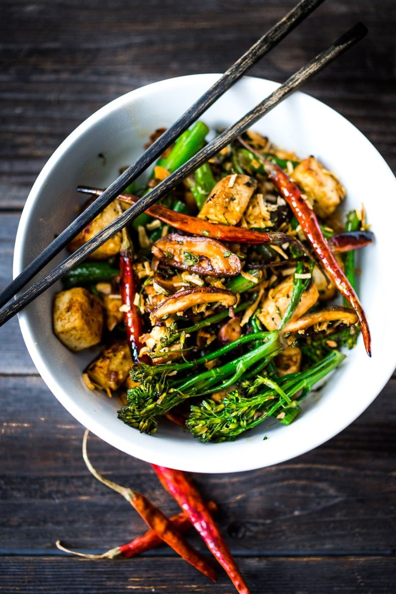 40 Mouthwatering Vegan Dinner Recipes!| | Broccolini Mushroom Stir- Fry with tofu ( or chicken)- a simple fast delicious and healthy dinner! Vegan and GF! | www.feastingathome.com #vegan #stirfry #plantbased #cleaneating #eatclean #veganmeal #healthy #feastingathome