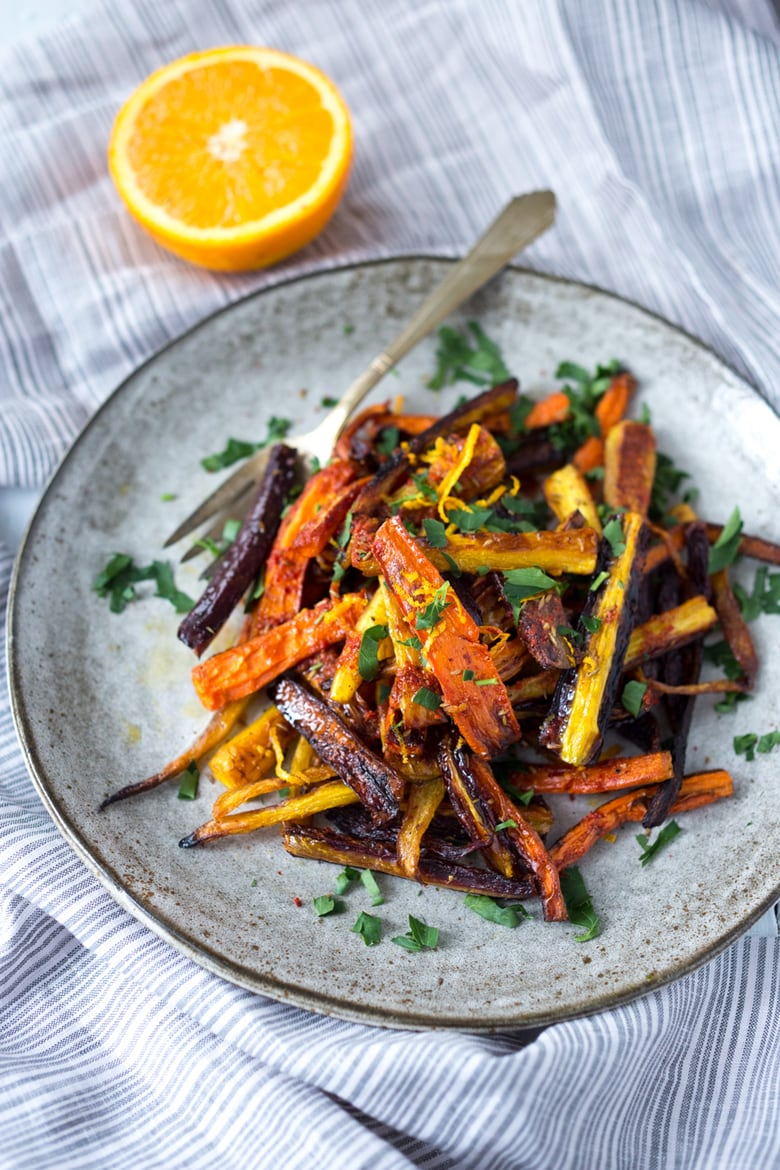 Moroccan Roasted Carrots +20 Vegetarian SIDE DISHES that will turn your dinner into a feast! | www.feastingathome.com