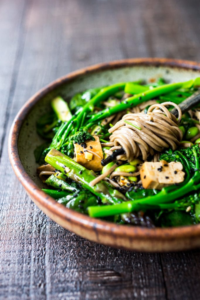 15 HEALTHY, VEGAN PASTA RECIPES like this...Jade Noodle Salad, packed full of healthy green veggies like asparagus, broccolini, edamame and mushrooms! Vegan! #jadenoodles #soba #broccoli #asiannoodles #veganpasta #pasta #vegan #asiannoodles