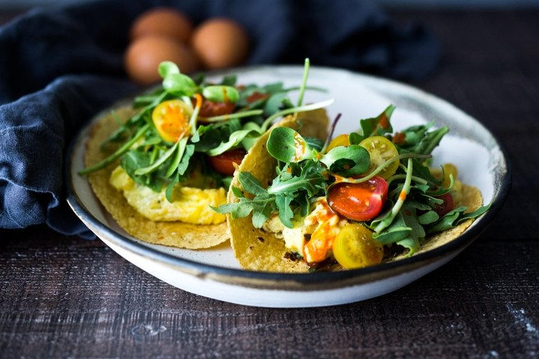 Breakfast Tacos - Scrambled Egg Tacos- these make for a quick healthy dinner, breakfast, or a late night snack- these healthy vegetarian tacos can be made in 15 minutes!