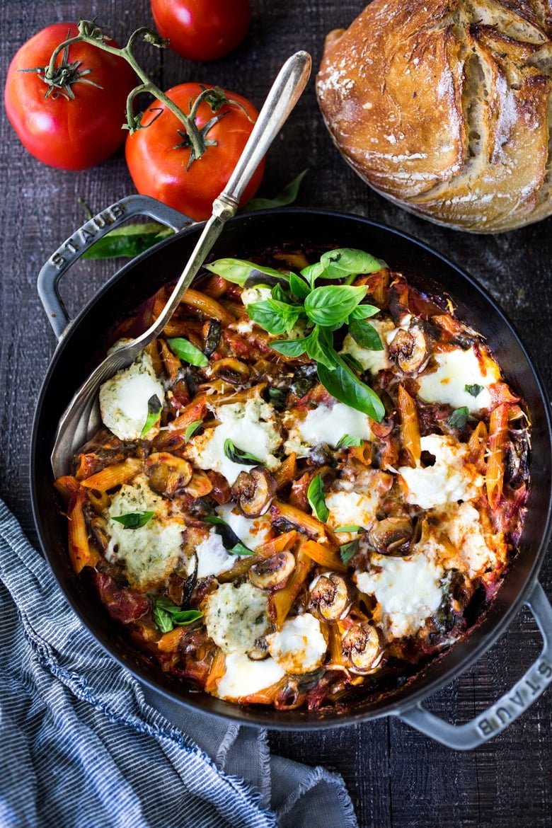 No-Boil Baked Ziti with Spinach, Mushrooms and Ricotta - a simple, healthy one-pot meal with only 15 minutes of hands-on time before baking in the oven. Vegan and GF adaptable! #onepotmeals #onepotmeal #onepanmeals #healthy #easydinner #weeknightdinner #vegan