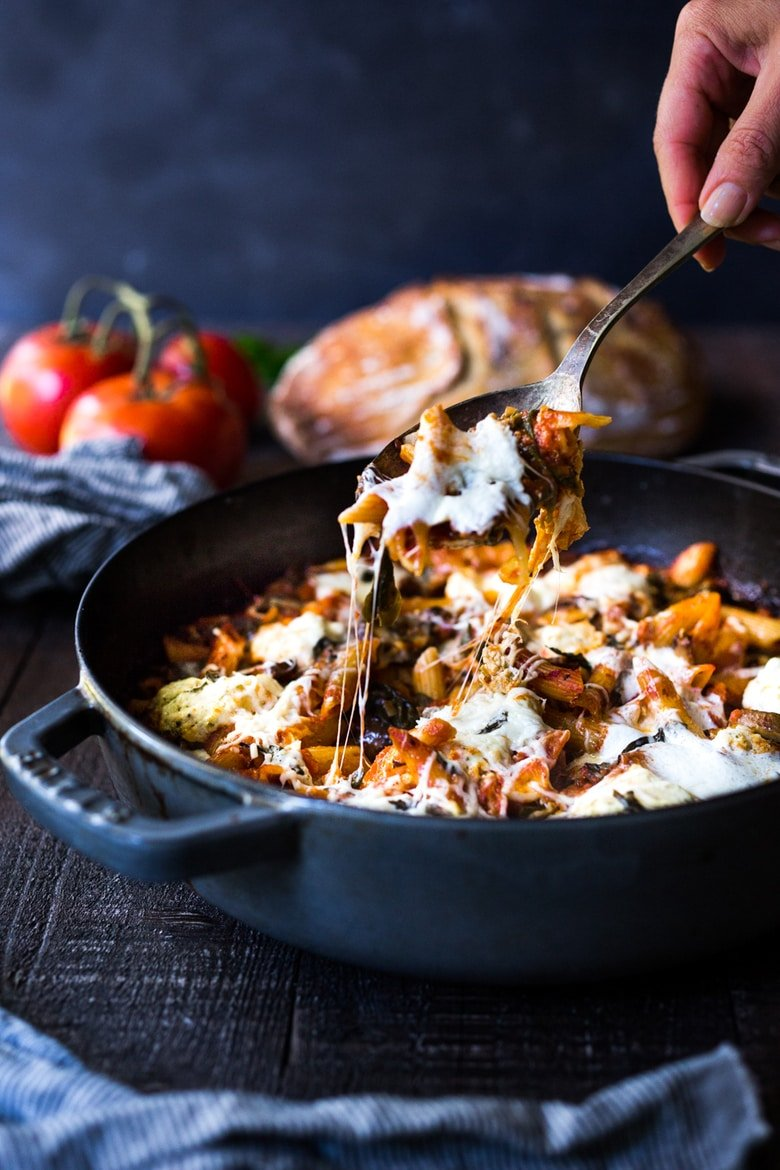 20 Vegetarian Dinner Recipes for Fall! Mushroom Baked Ziti- a simple, vegetarian, one-pot meal that is perfect for fall! PLUS 15 cozy Fall Dinners that are Vegetarian! #bakedziti #fallrecipes #vegetariandinners #mushroomziti #onepot #meatless
