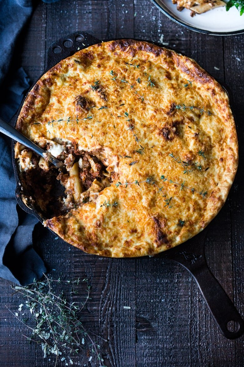20 COMFORT FOOD RECIPES   Like this Pastitsio! A rich baked pasta dish - hailing from Greece with ground lamb (or beef) bolognese sauce infused with Greek spices and flavors. Perfect for entertaining! #pastitsio #bakedpasta #bakedpastarecipe #lamb