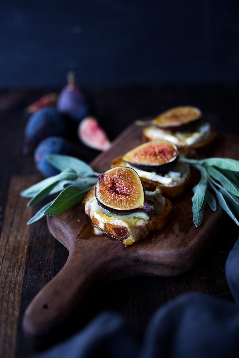 Fig Bruschetta with Cambozola and Sage Honey- a simple delicious appetizer highlighting fresh figs that comes together in minutes, perfect for fall gatherings and special events. #figs #figbruschetta #figappetizer #appetizers #partyappetizer #vegetarian