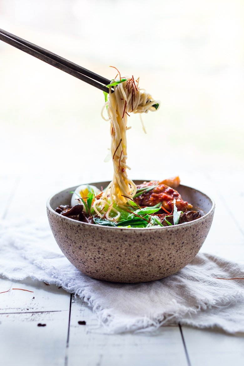 Simple Spicy Miso Ramen w/ Roasted Chili Salmon ( or tofu!) with bok choy, mushrooms and scallions. Vegan and Paleo adaptable! Swap out zucchini noodles or kelp noodles to keep it Paleo! Make in 20 minutes! | www.feastingathome.com
