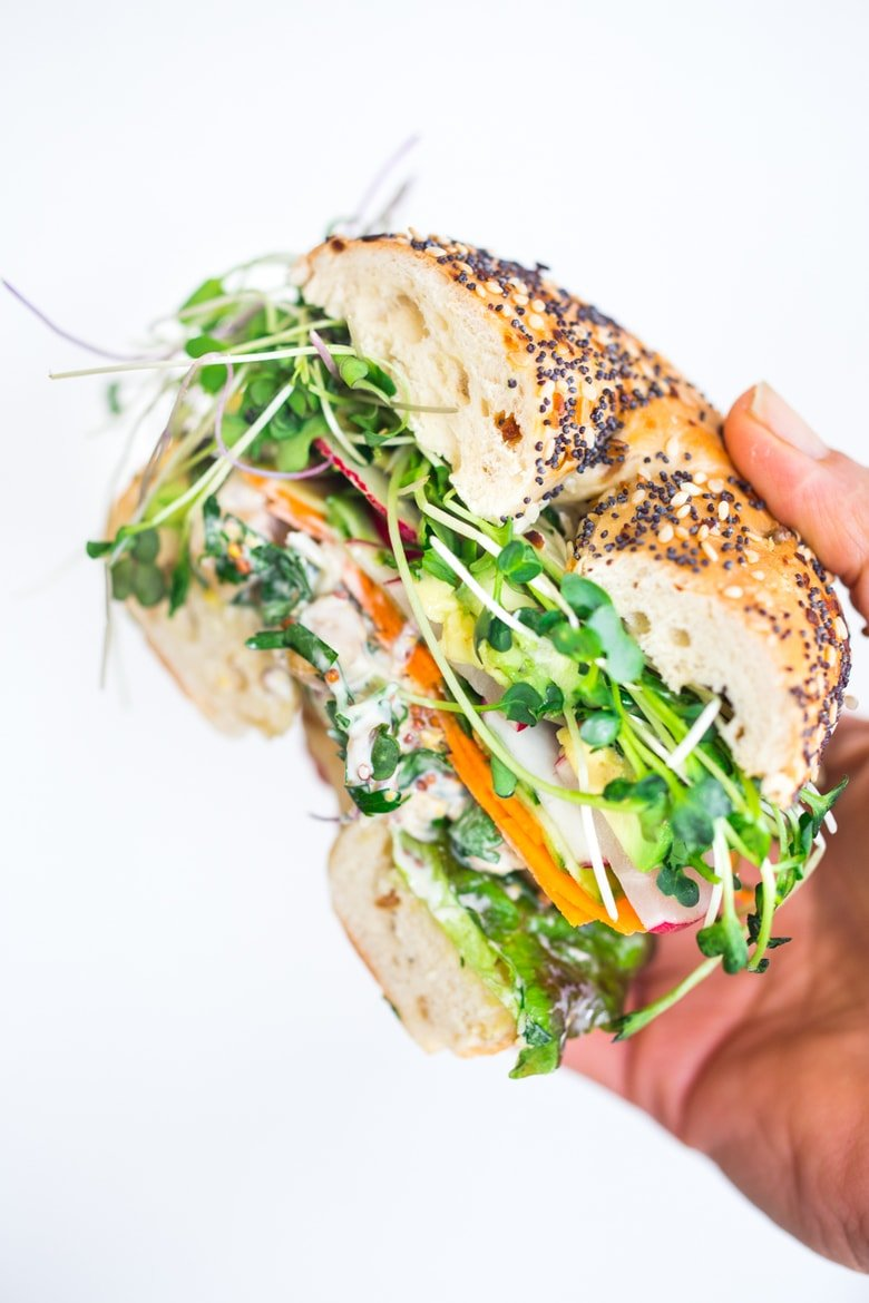 20 HEALTHY LUNCHES! |Spring Goddess Sandwich with herby chickpea salad, crunchy carrots & radishes, cucumber, avocado and sprouts. Vegan and Gluten-free adaptable! #vegansandwich #greengoddess #greengodesssandwich #bagelsandwich #chickpeasalad #healthylunches