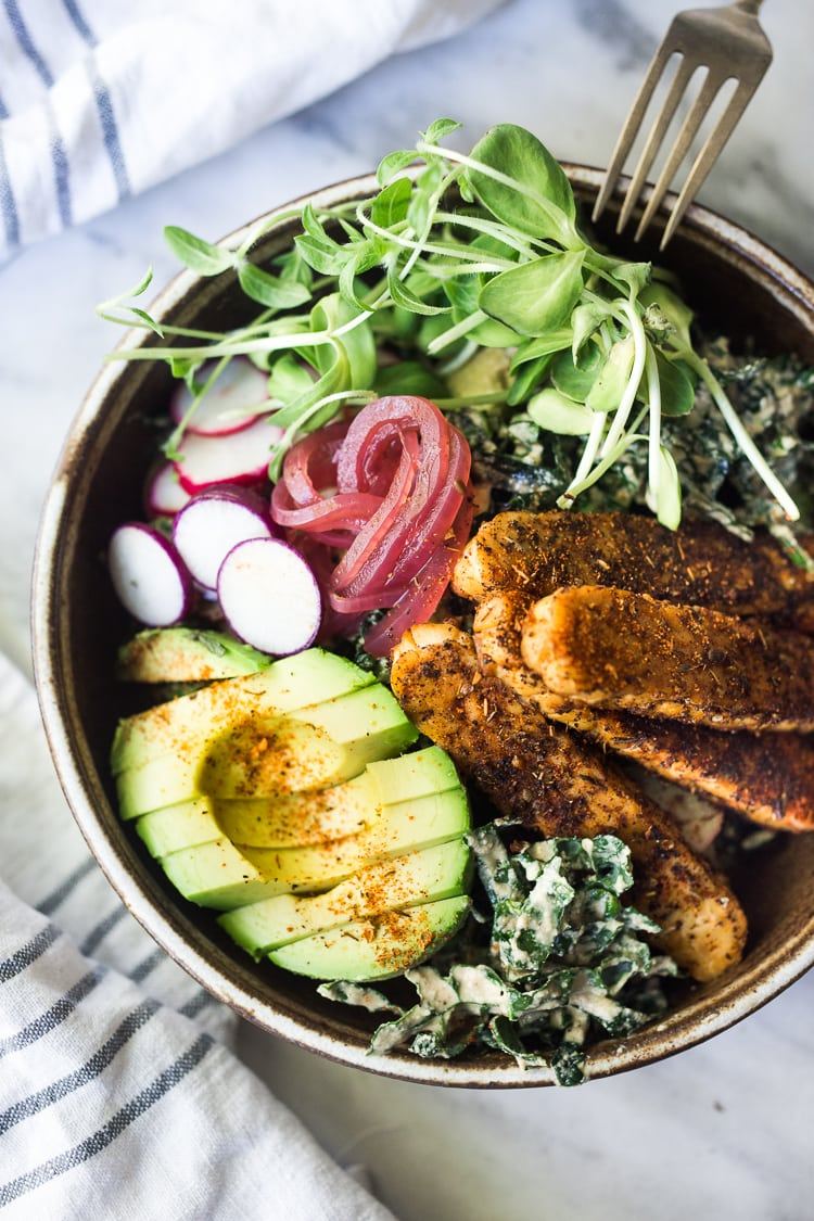 20 Healthy Summer Dinner Recipes! Blackened Tempeh with Avocado, Kale, Radishes, Pickled Onions and a Creamy VEGAN Cajun Ranch Dressing that can be made into a hearty entree salad, grain bowl, or packable wrap.  #tempeh #veganranch #vegan #glutenfree #healthybowl