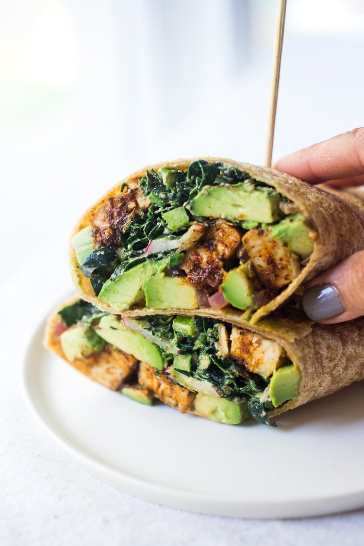 40 Mouthwatering Vegan Dinners!|Blackened Tempeh with Avocado, Kale, Radishes, Pickled Onions and a Creamy VEGAN Cajun Ranch Dressing that can be made into a hearty entree salad, grain bowl, or packable wrap. #tempeh #veganranch #vegan #glutenfree #healthybowl