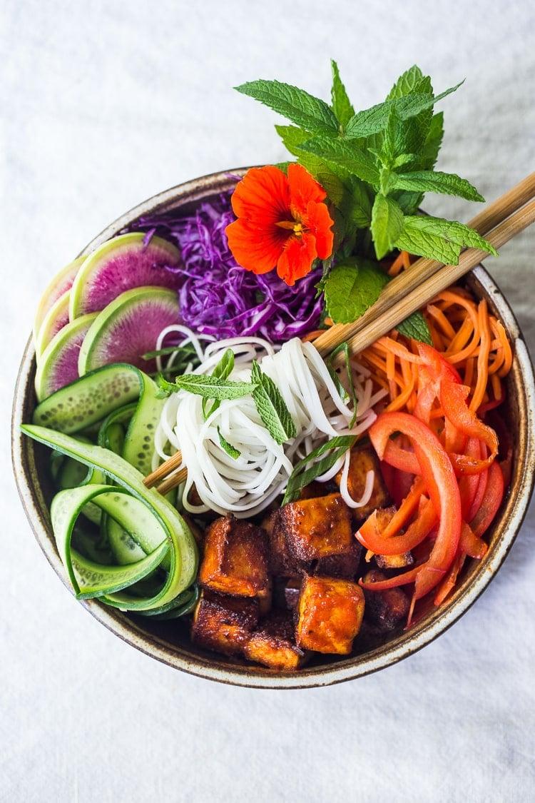 Fllavorful healthy Banh Mi Noodle Bowl (aka Bun Chay) bursts with Vietnamese flavors! Packed FULL of healthy veggies, sriracha tofu, rice noodles & herbs!#banhmi #healthybowl #noodlebowl #bunchay #vegan #veganbowl #banhmibowl #noodles