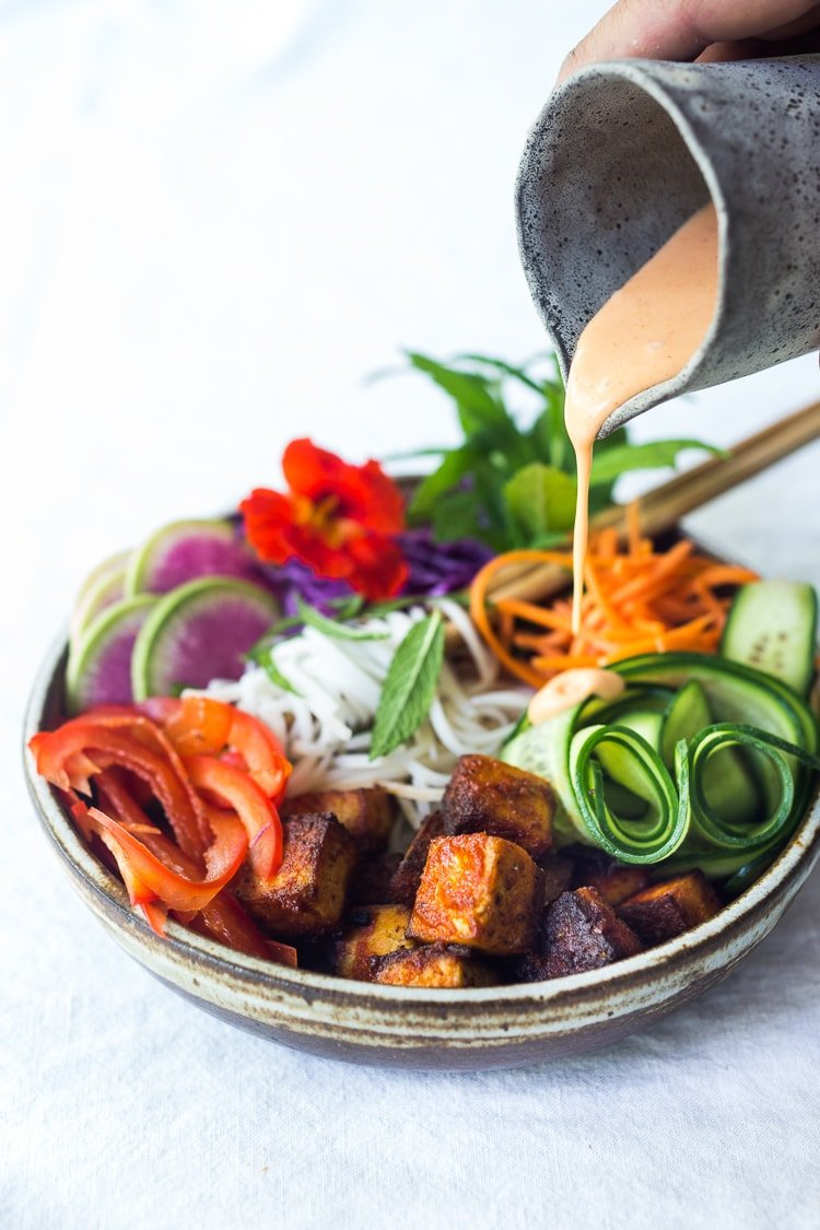 20 Delicious Healthy Lunches! Vegan Banh Mi Bowl with Sriracha Tofu, rice noodles, pickled carrots and radishes, crunchy cucumber and cabbage and a creamy vegan spicy Bahn Mi dressing! #bahnmi #veganbowl #eatclean #veganbowls #plantbased #cleaneating #eatclean #buddhabowls #healthybowl #noodlebowl #vegan #veganbowl #bahnmibowl #noodles