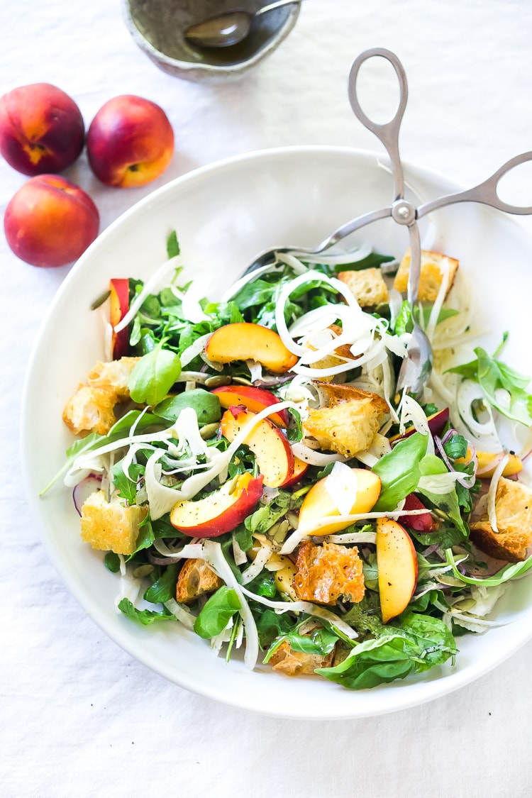 Peach Panzanella Salad with Fennel and Arugula - a simple, healthy & delicious salad full of summer flavor! Vegan. #panzanella #peach #peachsalad #peaches #summersalad #vegan #fennel #arugula #breadsalad