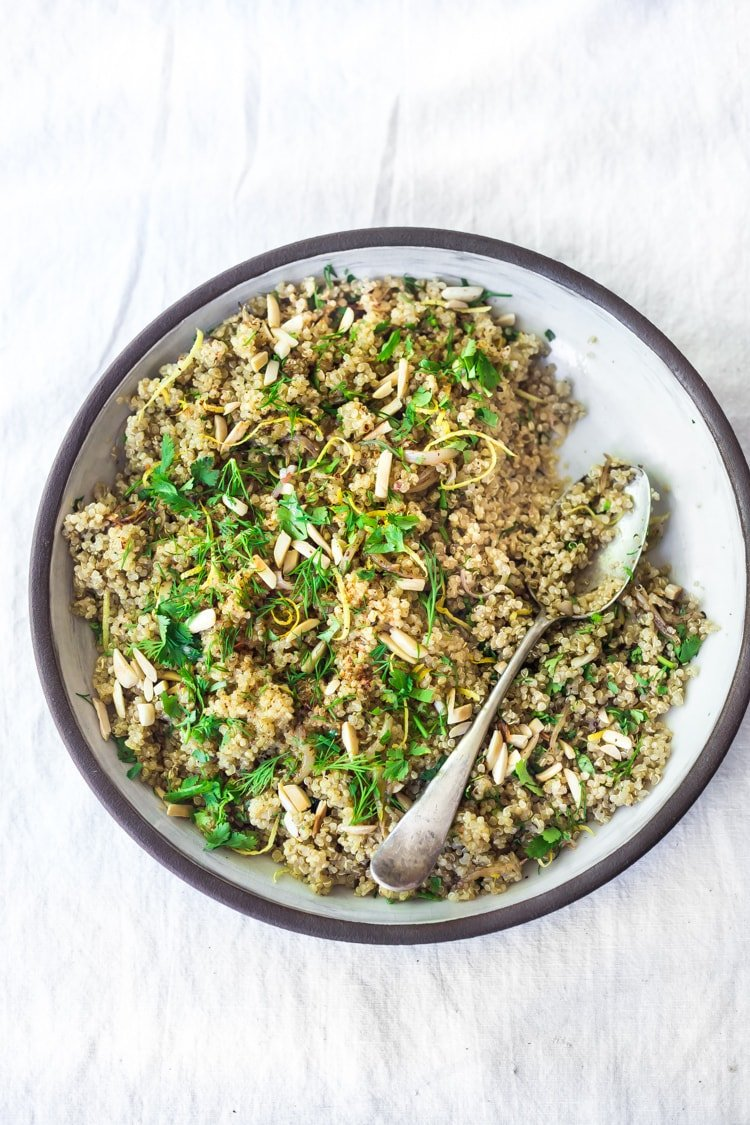 Simple, easy, Everyday Quinoa with Lemon, Shallot and Herbs - a delicious, healthy side dish that is perfect for potlucks or Sunday meal prep. Vegan, gluten-free and full of flavor! #quinoa #easyquinoa #vegan #glutenfree #healthy #healthyside #sidedish #wholegrian #quinoarecipe