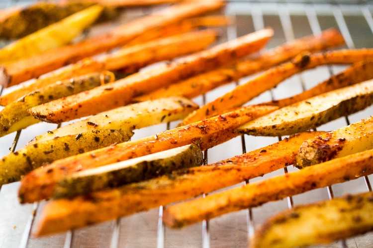 CRISPY Baked Sweet Potato Fries! Healthy, delcious and sooooooo EASY to make in the oven! A flavorful vegan side dish, that your whole family will love!