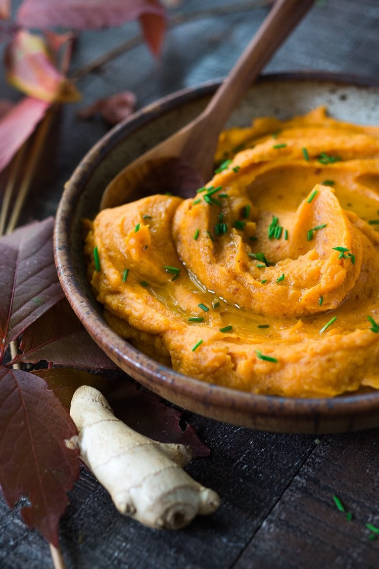 A quick and healthy recipe for Mashed Sweet Potatoes with Ginger - a flavorful vegan side dish that pairs well with fish, chicken or vegan mains. Silky and luscious, these flavorful sweet potatoes can be made in under 30 minutes! #sweetpotatoes #vegan #healthy #mashed