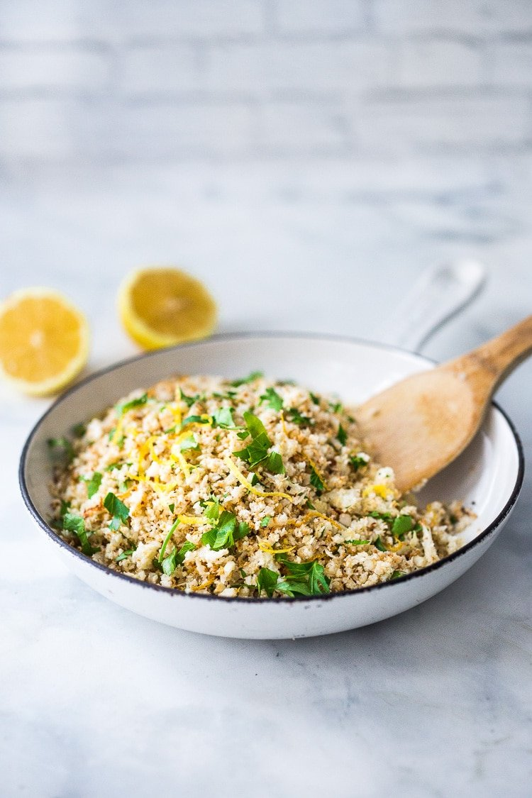 How to make cauliflower rice! A healthy, low-carb alternative to rice, that is easy to make and tastes amazing! #cauliflowerrice #howtomakecauliflowerrice #cauliflower #lowcarb #keto #rice #ricedcauliflower #vegan #eatclean #cleaneatingrecipes