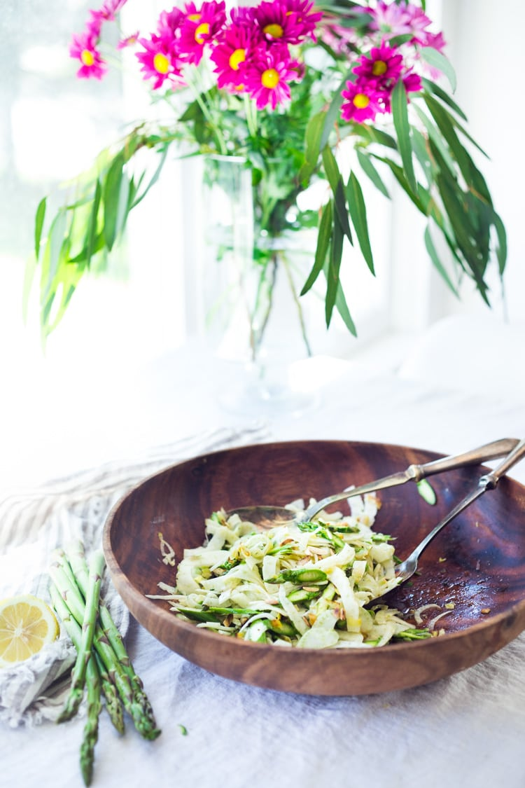 Fennel Asparagus Salad with Almonds and Lemony Leek Dressing. This vegan salad can be made ahead, a perfect side to fish, chicken or tofu. #fennel #fennelsalad #asparagus #vegansalad #eatclean #leeks #recipe #slaw #vegan #plantbased