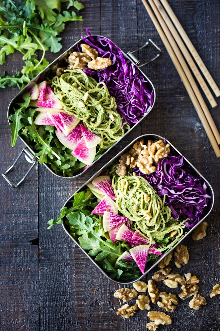 Superfood Walnut Pesto Noodles - a packable lunch filled with healthy veggies and soba noodles tossed in the most flavorful Superfood Pesto! Vegan and GF adaptable! #bento #lunchbox #growuplunchbox #superfoods #pesto #soba #kalepesto #healthylunch #vegan #veganlunch