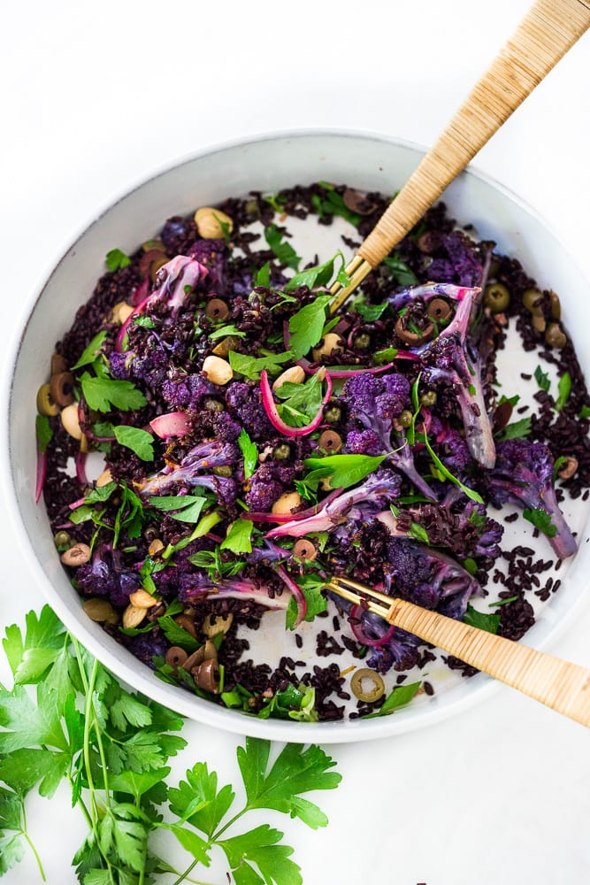 50 MUST-TRY FARMERS MARKET RECIPES! Purple Cauliflower Salad (Sicilian Style!) with olives, grains, capers, parlsely scallions and pickled onions. This vegan healthy salad is easy to make and keeps for several days, perfect for meal prep! | #cauliflowersalad #vegansalad #roastedcauliflowersalad #purplecauliflower