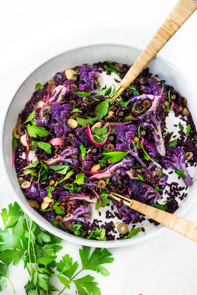 Purple Cauliflower Salad (Sicilian Style!) with olives, grains, capers, parlsely scallions and pickled onions. This vegan healthy salad is easy to make and keeps for several days, perfect for meal prep! | #cauliflowersalad #vegansalad #roastedcauliflowersalad #purplecauliflower