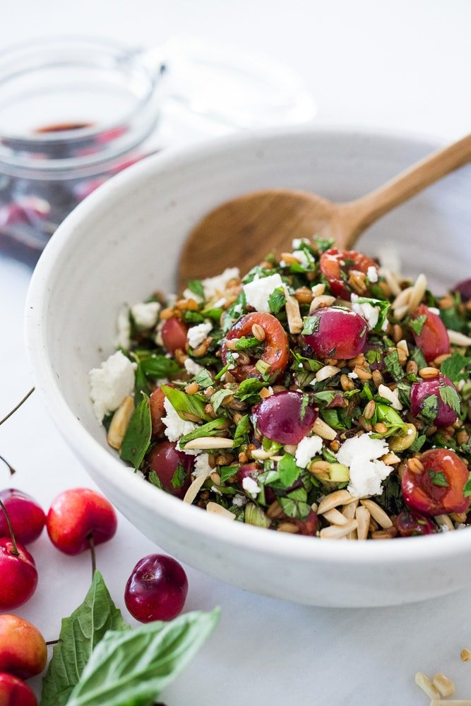 Pickled Cherry and Farro Salad with almonds, fresh herbs and Vanilla- Balsamic Dressing. #farro #farrosalad #cherrysalad #cherryrecipes #pickledrecipes