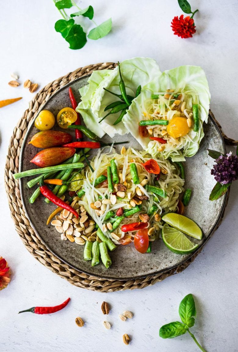 Green Papaya Salad {Bangkok Style!} - a light, healthy and refreshing salad bursting with authentic Thai Flavors! #greenpapayasalad #papayasalad #thaisalad #thaifood #thairecipes