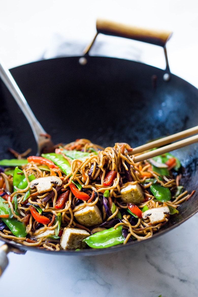Veggie Lo Mein! On the table in under 20 minutes! Loaded up with healthy veggies, this VEGAN dinner recipe is fast and easy, perfect for busy weeknights! #lomein #lomeinnoodles #vegandinner #veganrecipes #veganlomein #stirfry