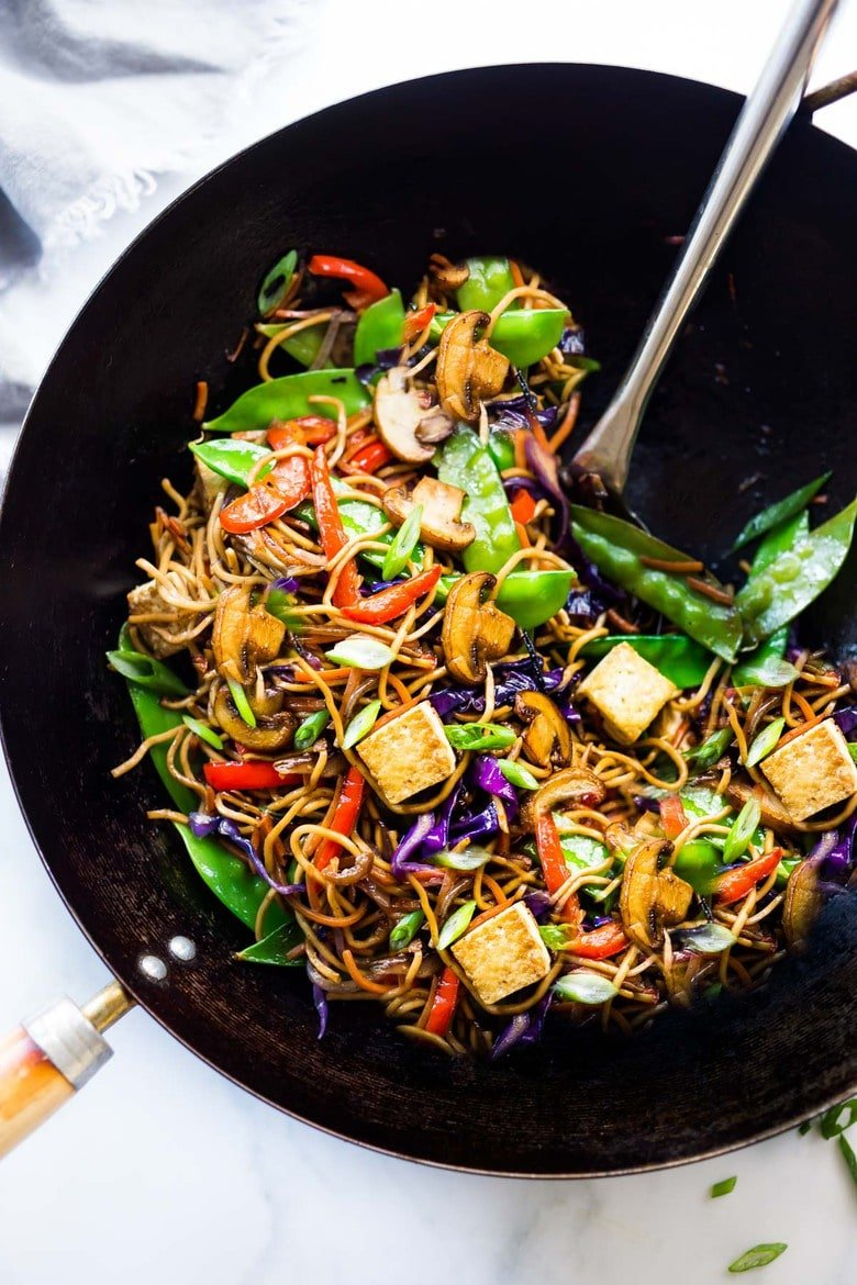Veggie Lo Mein! Loaded up with healthy vegetables and the BEST LO MEIN SAUCE! A simple VEGAN dinner recipe, that is fast, easy, perfect for busy weeknights! #lomein #lomeinnoodles #vegandinner #veganrecipes #veganlomein #stirfry