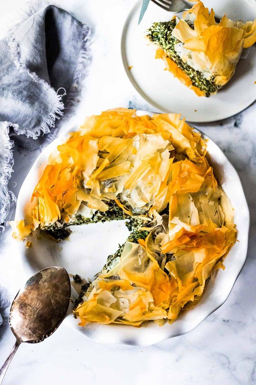 Spanakopita Pie - an easy, authentic, healthy recipe for spanakopita, made in a pie pan! #spanakopita #spinachrecipes #phyllo #spanakopitapie #phyllodough