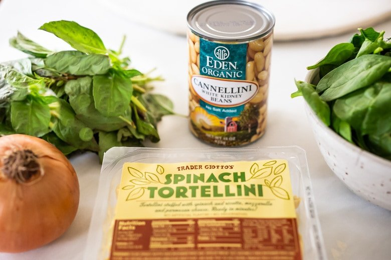 Tortellini soup with Spinach, Basil & White beans- a mouthwatering vegetarian soup that can be made in 25 minutes! #vegetarian #vegetariansoup #whitebeansoup #spinachsoup #tortellini #tortellinisoup